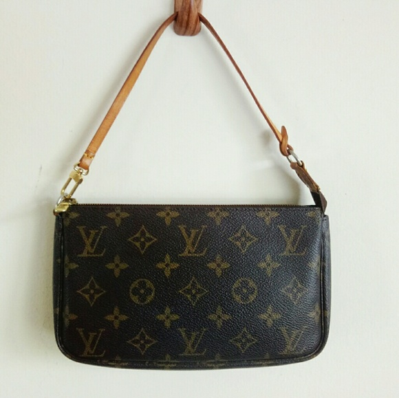 Louis Vuitton Handbags - Auth Louis Vuitton accessories pochette hand bag